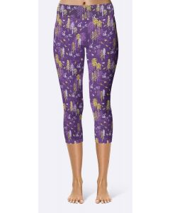 Women's capri leggings in Arctic Hare pattern.